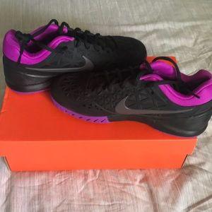 BNWT Nike Zoom sneakers